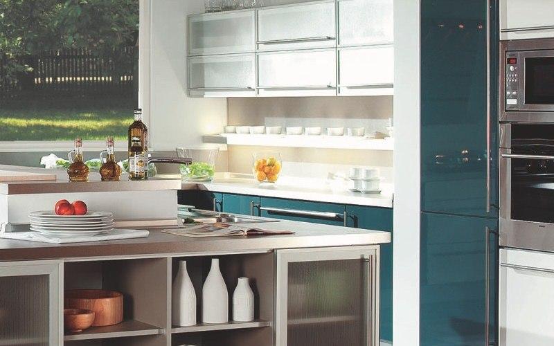 White acrylic kitchen with aluminum doors